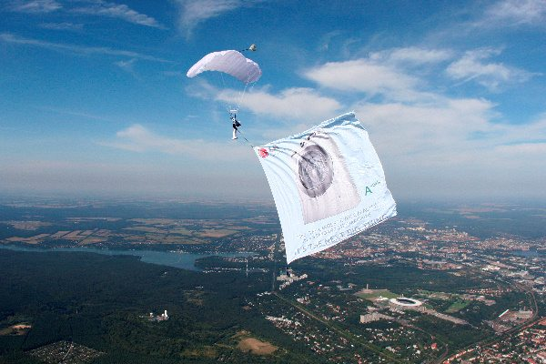 LG Washing Machine Skydive Advert